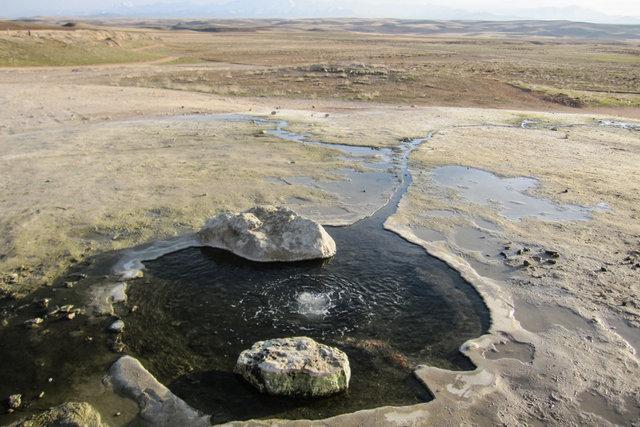 چشمه آب معدنی باباگر