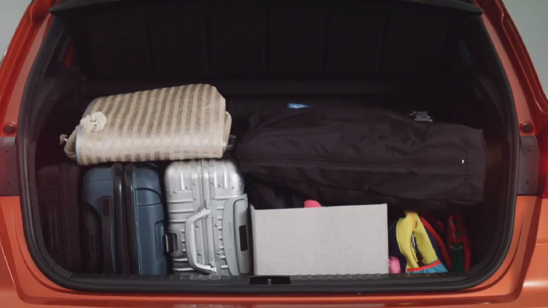 چیدن وسایل سفر در ماشین
